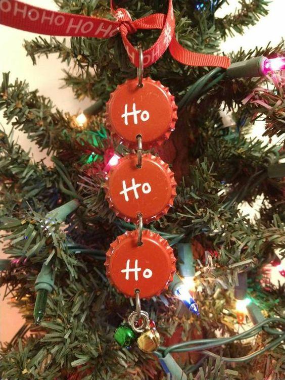 Decoración navideña hecha con chapas