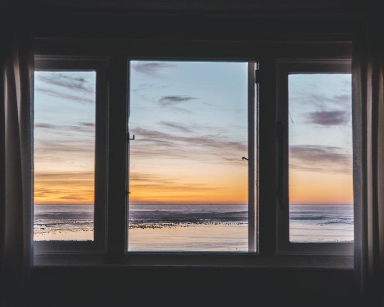 ventana de aluminio aislada